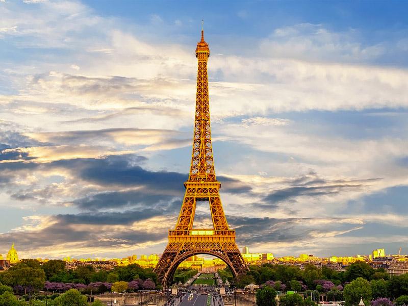 Paris Romantic Getaway in Europe for Honeymoon