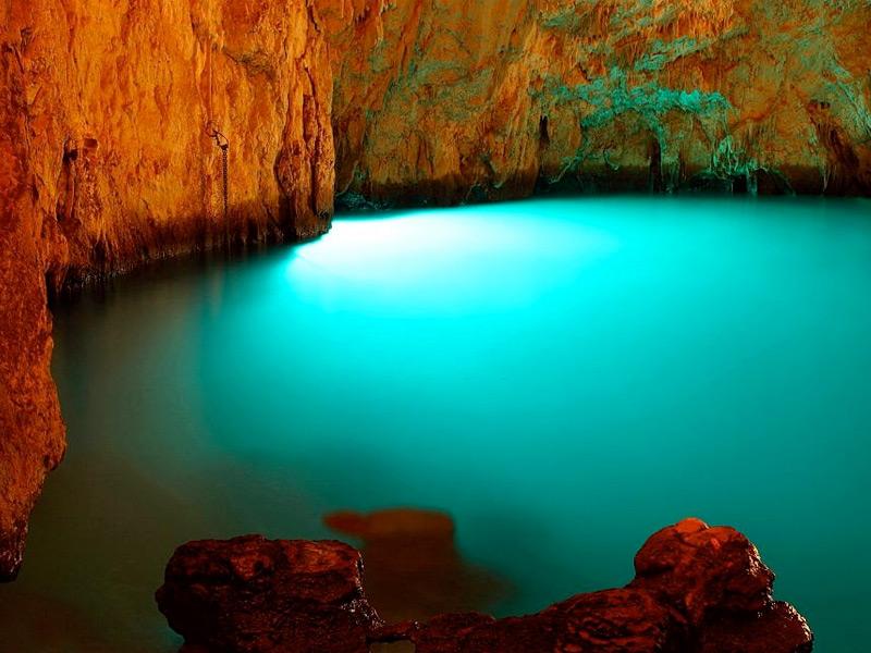 Boat Tour amidst Grotta Dello Smeraldo Cave in Amalfi Coast, Italy
